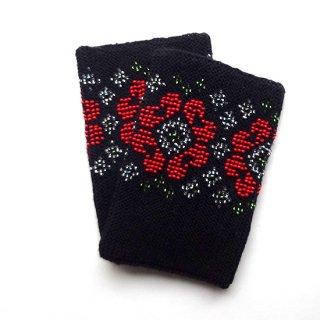 rie201-violeta リトアニア ビーズ編みのリストウォーマー RIESINES 黒地に赤いお花のビーズ模様