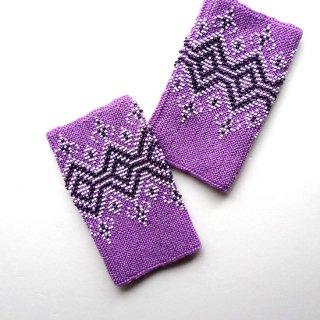 rie205-violeta リトアニア ビーズ編みのリストウォーマー RIESINES 明るいラベンダー地に白と黒のビーズ