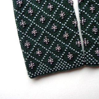 rie224-violeta リトアニア ビーズ編みのリストウォーマー RIESINES 深いグリーン色にグレーとゴールドのビーズ柄