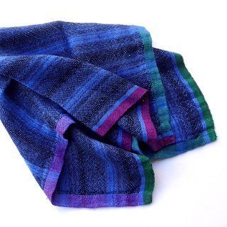 ny766 リトアニアの手織りリネンスカーフ ブルーとブラックの色合いに紫とグリーンのライン