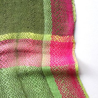 ny741 リトアニアの手織りリネンスカーフ 若草色系のグリーンにビビッドピンク