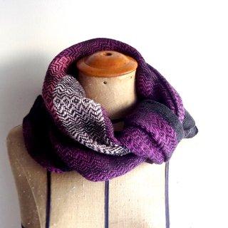 ny774 リトアニアの手織りリネンスカーフ ぱきっとした紫に黒い縁取り、ピンクのライン