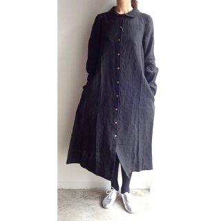 ブラックのロング丈、クラシックな丸襟ワンピース