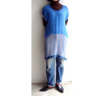 nyc024 手織りリネンワンピース 明るいブルーのツートーンの色合い