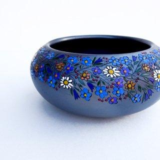 rgn011 リトアニア Reginaさんの黒陶器 ブラックセラミック 平たい小鉢にカラフルなお花