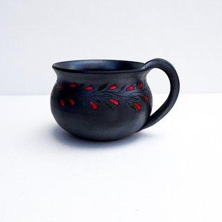 rgn020 リトアニア Reginaさんの黒陶器 ブラックセラミック 赤いチューリップのマグカップ
