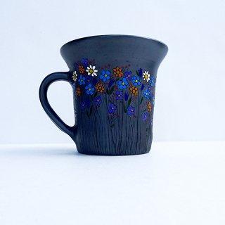 rgn023 リトアニア Reginaさんの黒陶器 ブラックセラミック 色とりどりのお花が描かれたマグカップ