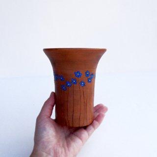 rgn027 リトアニア Reginaさんの黒陶器 ブラックセラミック 青いお花の細長いカップ