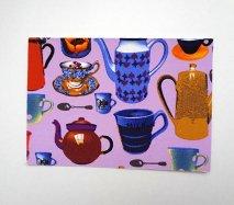 ドイツ ヴィンテージ生地が貼られたポストカード ラベンダー色ベースに花瓶や食器が色とりどり