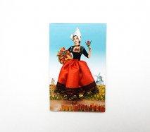 ドイツからきた小さなマグネット レースのスカートをはいたオランダ民族衣装の女の子
