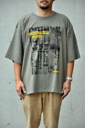 "【K2APARTMENT×ORANGE COUNTY】""90's Archive collection"" Tony Alva(トニー・アルバ) PRINT BIG TEE オリーブ"