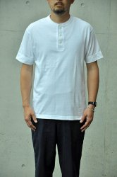 <img class='new_mark_img1' src='https://img.shop-pro.jp/img/new/icons1.gif' style='border:none;display:inline;margin:0px;padding:0px;width:auto;' />【K2APARTMENT standard select store】HOMME  HENRYNECK TEE ホワイト