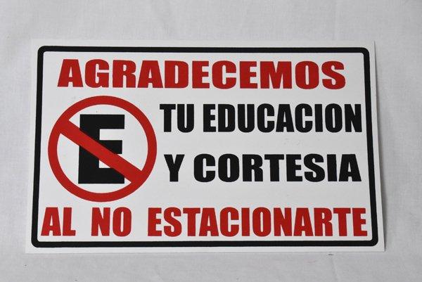 『駐車しないでください』(スペイン語看板)