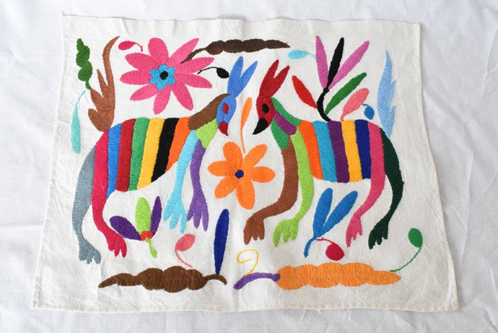 オトミ刺繍ハンカチ・タペストリー『2匹の鹿』