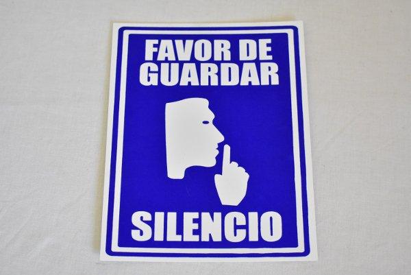 『静かにしてください。お願いします』(スペイン語看板)