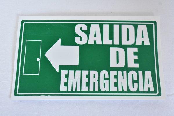 『非常用出口』(スペイン語看板)