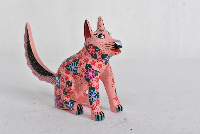 アレブリヘ『ピンクの犬』(中)by Alberto Jimenez ojda(ウッドカービング)