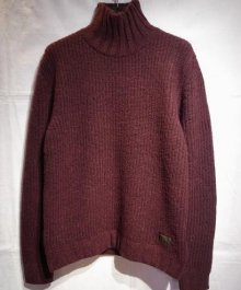 <img class='new_mark_img1' src='https://img.shop-pro.jp/img/new/icons49.gif' style='border:none;display:inline;margin:0px;padding:0px;width:auto;' />BUENAVISTA <BR>HIGH NECKED KNIT (D-RED)【SOLD OUT】