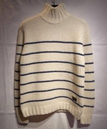 <img class='new_mark_img1' src='https://img.shop-pro.jp/img/new/icons34.gif' style='border:none;display:inline;margin:0px;padding:0px;width:auto;' />BUENAVISTA <BR>HIGH NECKED KNIT (WHITE STRIPE)