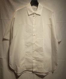 <img class='new_mark_img1' src='https://img.shop-pro.jp/img/new/icons8.gif' style='border:none;display:inline;margin:0px;padding:0px;width:auto;' />marka <BR>PANEL SHIRT (WHITE)