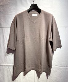 <img class='new_mark_img1' src='https://img.shop-pro.jp/img/new/icons8.gif' style='border:none;display:inline;margin:0px;padding:0px;width:auto;' />marka <BR>V NECK (GRAYGE)