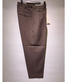 <img class='new_mark_img1' src='https://img.shop-pro.jp/img/new/icons49.gif' style='border:none;display:inline;margin:0px;padding:0px;width:auto;' />marka <BR>CLASSICAL TROUSERS DRY WOOL SERGE (OLIVE GRAY) SOLD OUT