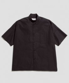 <img class='new_mark_img1' src='https://img.shop-pro.jp/img/new/icons49.gif' style='border:none;display:inline;margin:0px;padding:0px;width:auto;' />marka <BR>WIDE FIT BAND COLLAR SHIRT (BLACK) SOLD OUT