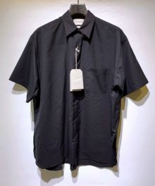 <img class='new_mark_img1' src='https://img.shop-pro.jp/img/new/icons49.gif' style='border:none;display:inline;margin:0px;padding:0px;width:auto;' />MARKAWARE <BR> COMFORT FIT SHIRT S/S - SUPER 120's WOOL TROPICAL - (BLACK) SOLD OUT