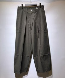 <img class='new_mark_img1' src='https://img.shop-pro.jp/img/new/icons8.gif' style='border:none;display:inline;margin:0px;padding:0px;width:auto;' />marka <BR>WIDE PLEATED TROUSERS - ORGANIC COTTON WEATHER CLOTH -