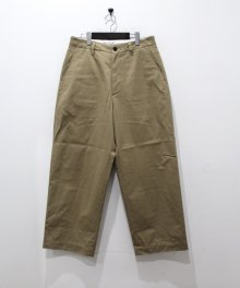 <img class='new_mark_img1' src='https://img.shop-pro.jp/img/new/icons8.gif' style='border:none;display:inline;margin:0px;padding:0px;width:auto;' />UNIVERSAL<BR>PRODUCTS <BR>NO TUCK WIDE CHINO TROUSERS
