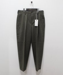 <img class='new_mark_img1' src='https://img.shop-pro.jp/img/new/icons8.gif' style='border:none;display:inline;margin:0px;padding:0px;width:auto;' />marka <BR>2TUCK COCOON FIT TROUSERS - 2/48 WOOL SOFT SERGE - (TOP OLIVE)