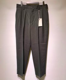 <img class='new_mark_img1' src='https://img.shop-pro.jp/img/new/icons8.gif' style='border:none;display:inline;margin:0px;padding:0px;width:auto;' />marka <BR>2TUCK COCOON FIT TROUSERS - 2/48 WOOL SOFT SERGE - (GREEN)