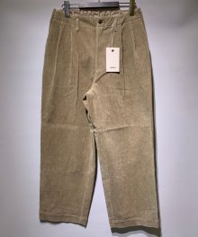 <img class='new_mark_img1' src='https://img.shop-pro.jp/img/new/icons8.gif' style='border:none;display:inline;margin:0px;padding:0px;width:auto;' />marka <BR>2TUCK STRAIGHT FIT TROUSERS - 9WALE CORDUROY - (BEIGE)