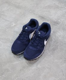 <img class='new_mark_img1' src='https://img.shop-pro.jp/img/new/icons49.gif' style='border:none;display:inline;margin:0px;padding:0px;width:auto;' />NIKE MD RUNNER 2 (MIDNIGHT NAVY)  SOLD OUT