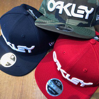 <img class='new_mark_img1' src='https://img.shop-pro.jp/img/new/icons15.gif' style='border:none;display:inline;margin:0px;padding:0px;width:auto;' />【OAKLEY】OAKLEY&NEWERA/コラボキャップ(9FIFTY)