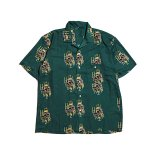 <img class='new_mark_img1' src='//img.shop-pro.jp/img/new/icons5.gif' style='border:none;display:inline;margin:0px;padding:0px;width:auto;' />Hellrazor Golden Horse S/S Shirt - Deep Green