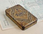 アールデコ装飾のティン缶
