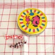 ブリキの古いキャンディケース<ヴィニープーフとピタチョーク>