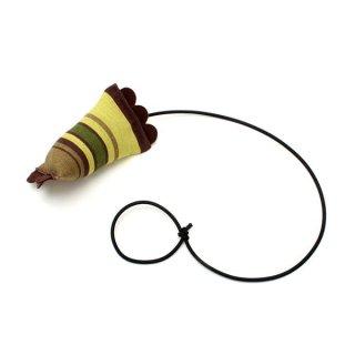 猫のおもちゃ[ドアシェイカー]ドアノブ・フックで遊ぶ(チョコレート・ライム・ストライプ)|Hauspanther