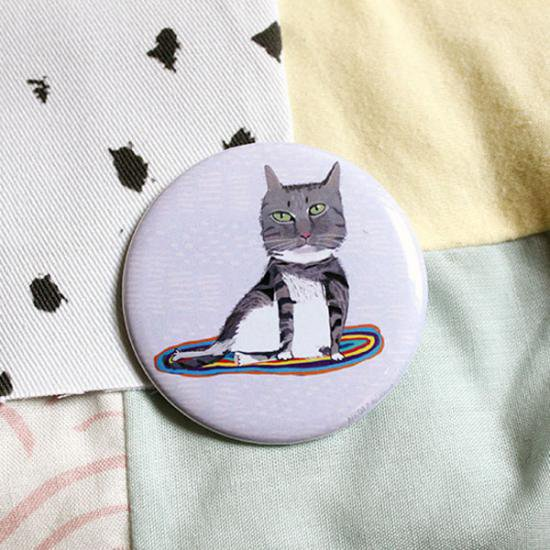 猫ポケットミラー[マットに乗る猫]猫モチーフの手鏡