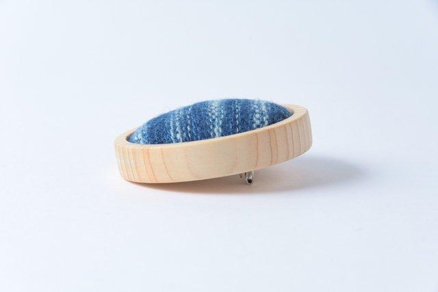 渡辺洋美 檜ベース藍染ブローチ 丸 約5×1.5cm