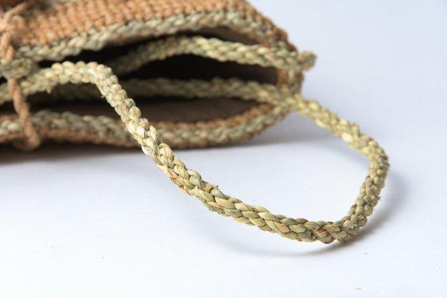 ヒロロ モワダのショルダーバッグ 小 内布、内ポケット付
