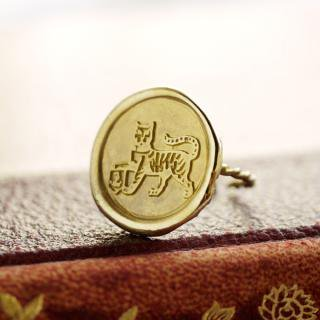 《Wax Seal Jewelry》 ハンドメイドリング 真鍮 〜猫と紋章〜