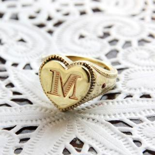 《THE LETTERS》SIGNET RING HEART GOTHIC  hummer brass