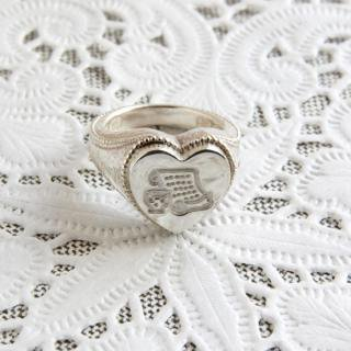 《THE LETTERS》SIGNET RING HEART LETTER  hummer silver