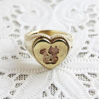 《THE LETTERS》SIGNET RING HEART CAT  hummer brass