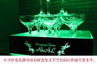 店名やロゴが光る。シャンパンタワー用ミラープレート