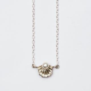 真珠貝のネックレス