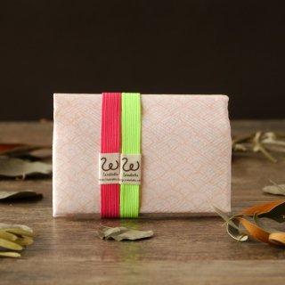 地曵いく子プロデュースきものカードケース(パッショングリーン×ローズピンクゴムバンド付)