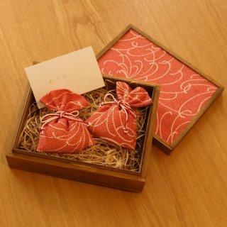 桐の飾り箱ときもの匂い袋セット